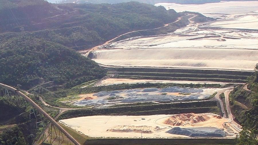 7.nov.2015 - Imagem aérea mostra barragem de Germano, da mineradora Samarco, na cidade de Mariana (MG) - Por Marta Nogueira