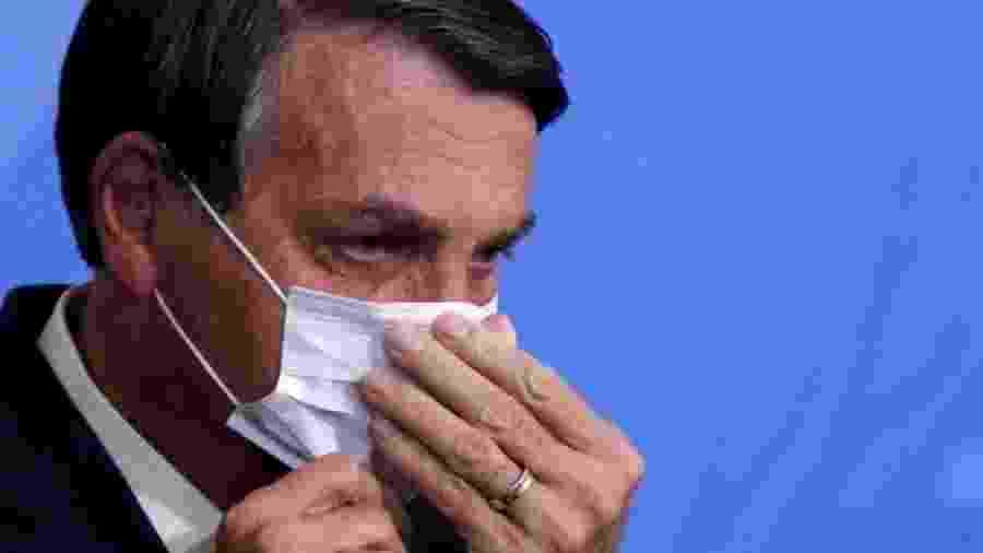 """""""O Brasil está quebrado, chefe. Eu não consigo fazer nada. Eu queria mexer na tabela do Imposto de Renda, teve esse vírus (o Sars-CoV-2) potencializado pela mídia que nós temos aí, essa mídia sem caráter"""", disse o presidente a apoiadores - REUTERS/Adriano Machado"""