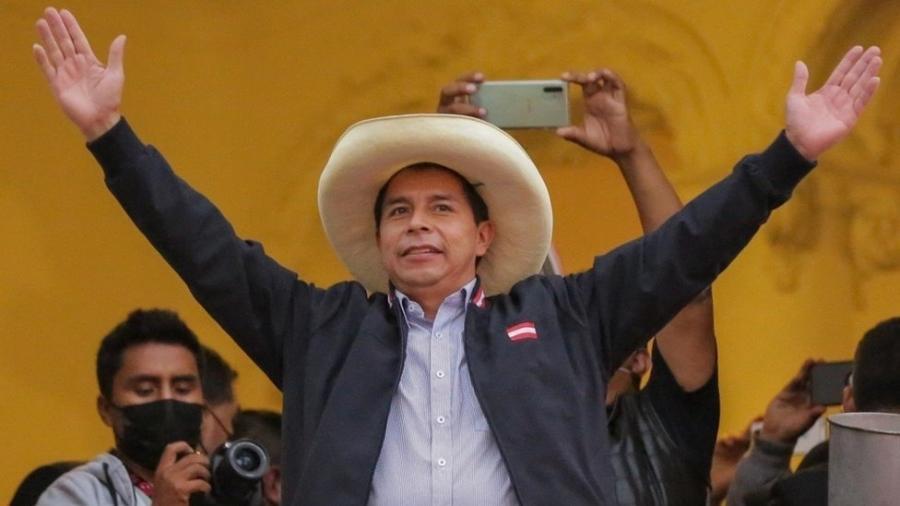 Pedro Castillo passou de virtual desconhecido na América Latina a estar próximo de se tornar presidente do Peru - AFP