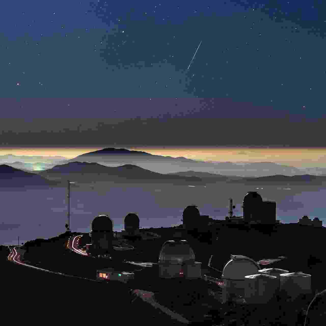11.jan.2016 - Um meteoro foi registrado em uma foto no observatório La Silla, da ESO (Observatório Europeu do Sul), no deserto do Atacama, Chile. A fotografia impressionou amantes de astronomia por juntar com perfeição imagens do espaço e da Terra, mostrando as estrelas e o rastro de luz esverdeado do meteoro Geminid, além de montanhas e as cúpulas do observatório. O ESO afirmou que o céu escuro e o ar limpo do Atacama tornam o local ideal para observações astronômicas - B. Tafreshi/ ESO