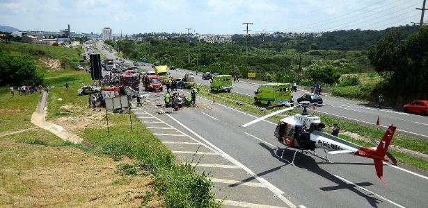 Um carro cruzou a pista e atingiu de frente outro em estrada na cidade de Jundiaí