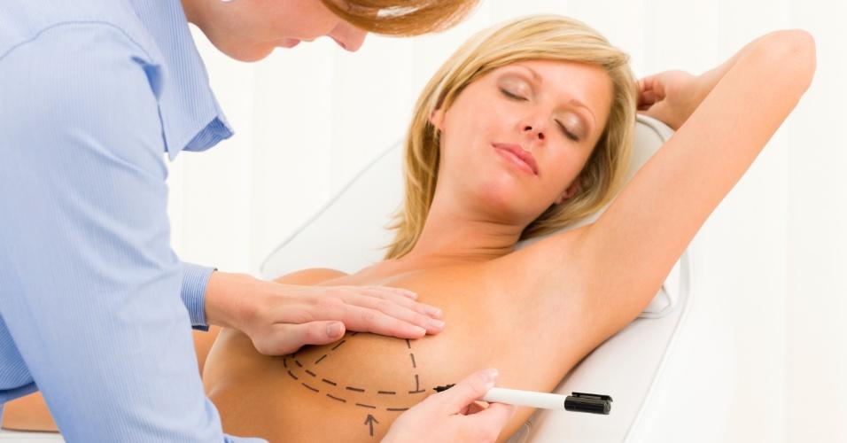 Cirurgia plástica; implante de silicone; implante de seios; silicone