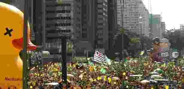Manifestantes favoráveis ao afastamento da presidente em ato na avenida Paulista em abril do ano passado - Eduardo Knapp/Folhapress