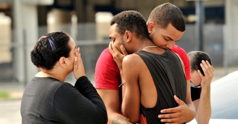 12.jun.2016 - Um atirador abriu fogo dentro de uma boate voltada ao público LGBT em Orlando, na Flórida, nos Estados Unidos. Pelo menos 50 pessoas foram mortas. A polícia identificou o suspeito como Omar Saddiqui Mateen, 27, nascido em Port St Lucie, na Flórida. O atirador foi morto pelos agentes policiais que invadiram a casa noturna Pulse, onde ocorreu o incidente