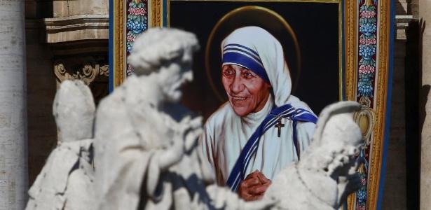 Madre Teresa de Calcutá virou santa neste domingo durante missa no Vaticano