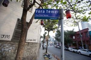 """Placa de rua em São Paulo recebeu intervenção, ganhando o apelido de """"Fora, Temer"""""""