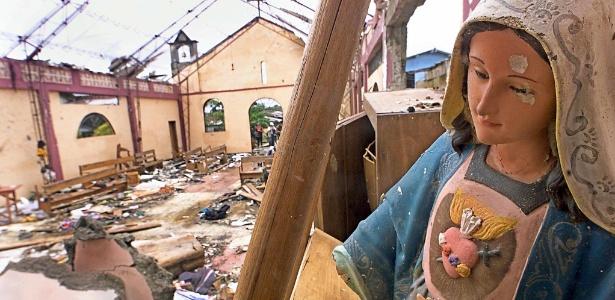 Igreja alvo de ataque das Farc em 2002 em Bojayá, na Colômbia; 79 pessoas morreram