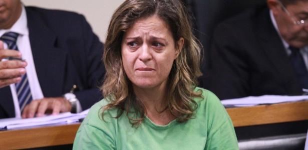 Françoise Oliveira, suspeita de mandar matar o marido, se emocionou na audiência