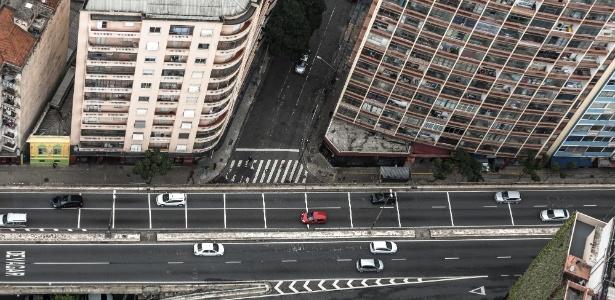 O elevado Presidente João Goulart, conhecido como Minhocão, estará aberto neste domingo para carros