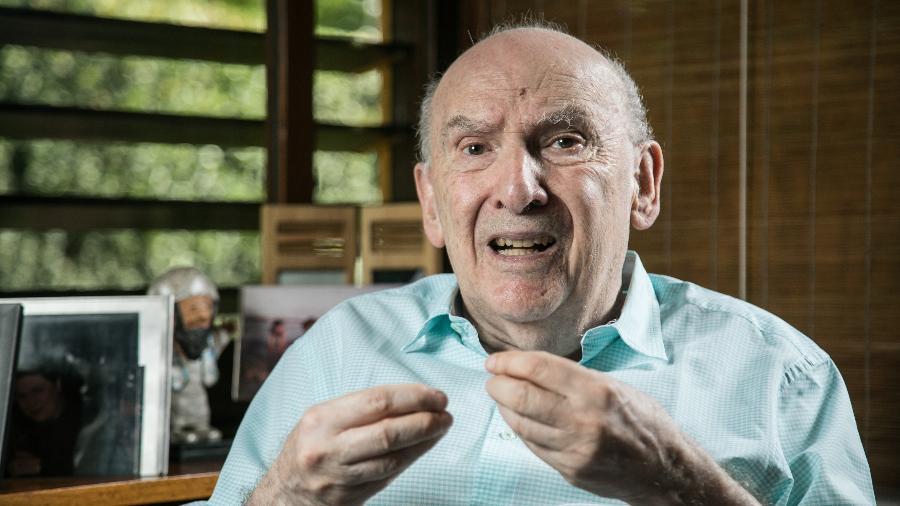"""""""Acho impossível que uma pessoa da cúpula das Forças Armadas não esteja incomodada com a forma como o general Pazuello está conduzindo a Saúde"""", diz Boris Fausto - Simon Plestenjak/UOL"""