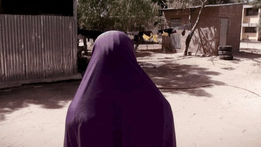 Na Nigéria, o grupo Boko Haram sequestra meninas e jovens para obrigá-las a realizar ataques suicidas - BBC