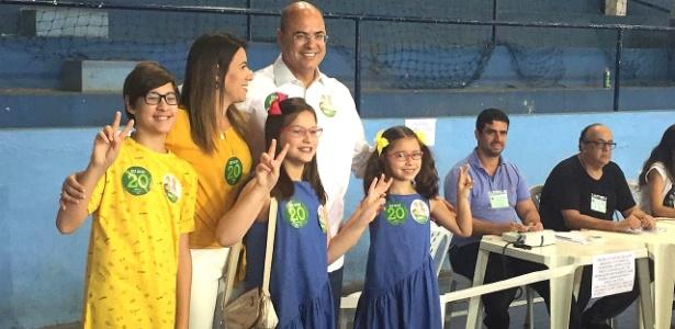 No Rio de Janeiro, candidato Wilson Witzel vota com a família no 2º turno das eleições