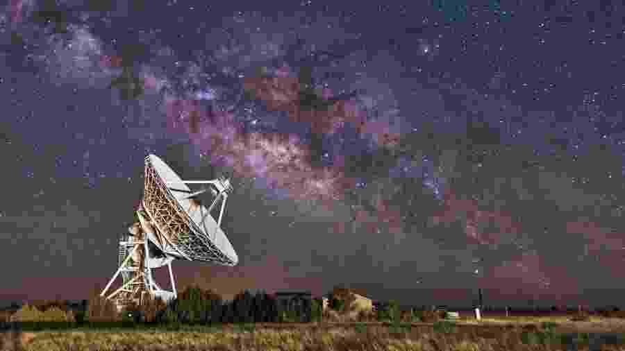 Várias organizações no mundo buscam sinais de vida inteligente fora da Terra - Getty