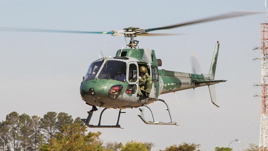 O H-50 Esquilo, da FAB, tem três pás no rotor principal, e é utilizado para treinamento de pilotos da Aeronáutica - Alexandre Saconi/UOL