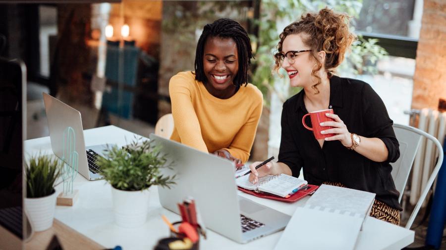 5ª Feira Virtual de Estágios e Empregos da Estácio tem oportunidades de trabalho presencial e remoto em diversas empresas - Getty Images