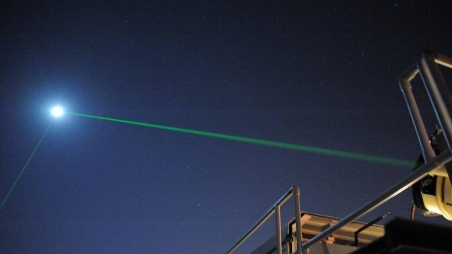 Dois feixes do antigo laser verde visível enviados ao LRO de base nos Estados Unidos - Nasa/Divulgação