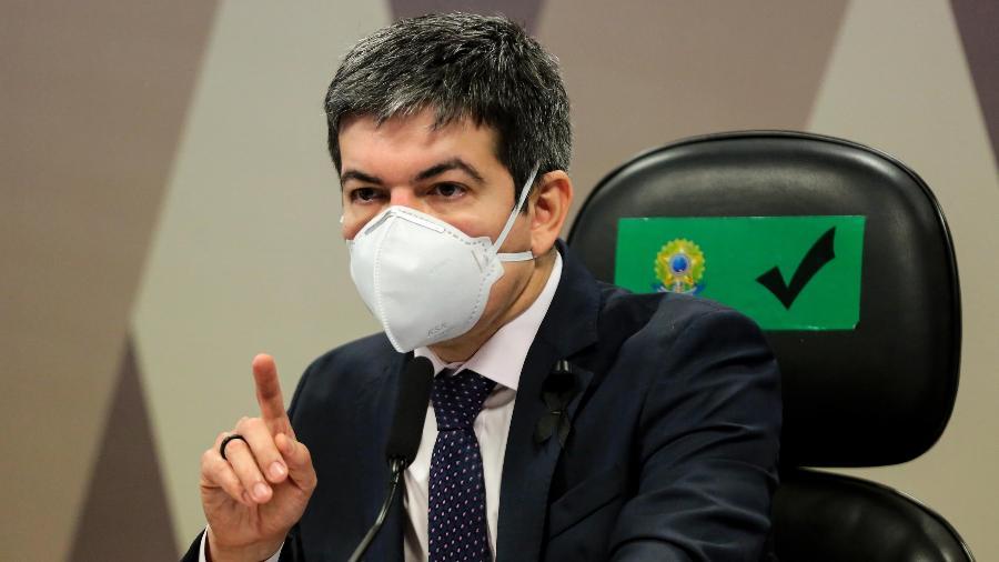 O senador Randolfe Rodrigues (Rede-AP) é contrário à postura combativa de Bolsonaro e afirma que presidente é antidemocrático - Wallace Martins/Futura Press/Estadão Conteúdo