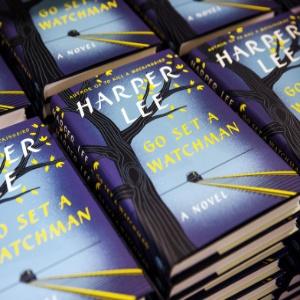"""O livro """"Go Set a Watchman"""" chegou às livrarias dos EUA nesta terça (14) -"""