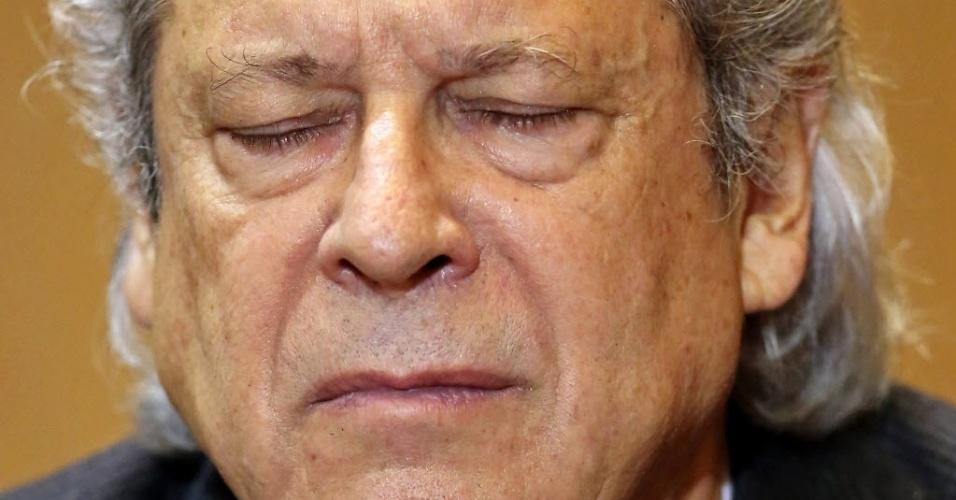 31.ago.2015 - Após se manter em silêncio durante depoimento a parlamentares da CPI da Petrobras que foram a Curitiba (PR) interrogá-lo, o ex-ministro  José Dirceu também se manteve calado na sede da Polícia Federal. De acordo com o advogado Roberto Podval, Dirceu gostaria de falar, mas orientou seu cliente a ficar calado por não ter tido acesso à delação premiada do dono da UTC, Ricardo Pessoa