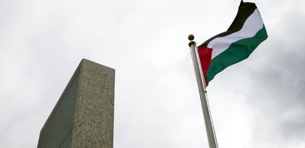 Bandeira palestina hasteada na ONU