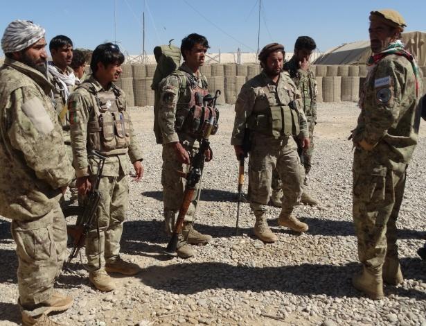 16.fev.2016 - Membros das forças de segurança afegãs participam de uma operação militar no distrito de Sangin, na província de Helmand, no Afeganistão