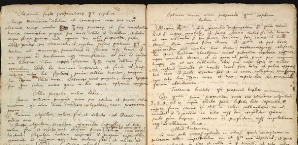 O texto, escrito à mão em latim e inglês, explica como criar uma substância chave para a lendária pedra filosofal -