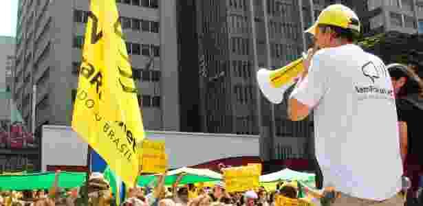 20.nov.2016 - Manifestação convocada pelo Vem pra Rua em apoio ao juiz Sergio Moro e a operação Lava Jato na avenida Paulista - Luís Cléber/Agência Estado