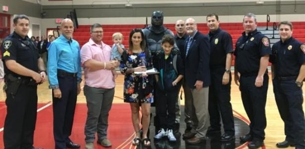 O menino de 10 anos foi homenageado pela polícia de Sulphur, na Louisiana - Reprodução/Twitter@CityofSulphur