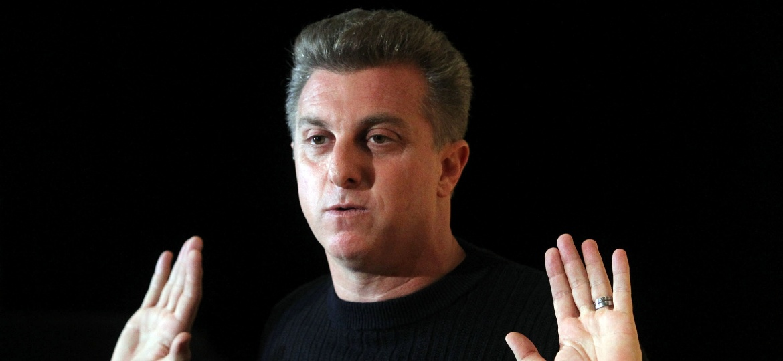 Apresentador Luciano Huck, da TV Globo, disse que vai continuar fazendo televisão por muito tempo - WERTHER SANTANA/ESTADÃO CONTEÚDO