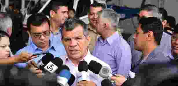 O vice-governador e secretário de Segurança Pública do Amazonas, Bosco Saraiva, fala com jornalistas (19.dez.2017) - Bruno Zanardo/SSP-AM