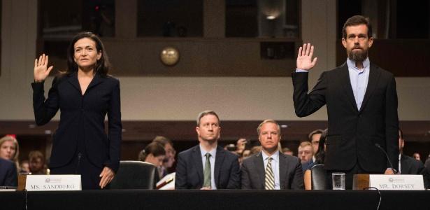 A chefe de operações do Facebook, Sheryl Sandberg, e o executivo-chefe do Twitter, Jack Dorsey, prestaram juramento para testemunhar perante o Comitê de Inteligência do Senado no Capitólio em Washington (EUA)