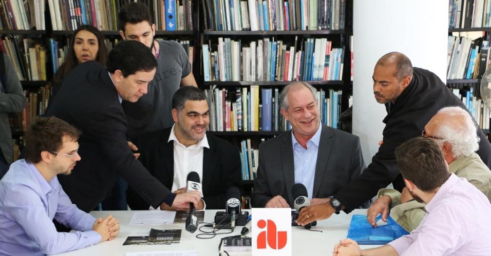20.set.2018 - O candidato do PDT à Presidência da República, Ciro Gomes, participa de encontro na sede do Instituto dos Arquitetos do Brasil (IAB/SP), na região da República, no centro da capital paulista, nesta manhã de quinta-feira