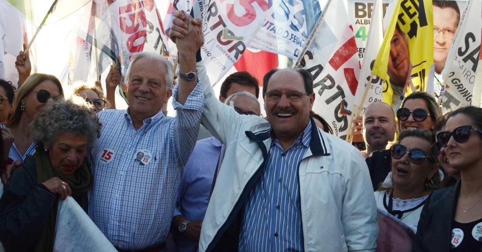 Candidato a reeleição do governo gaúcho pelo MDB, José Ivo Sartori participa de último ato de campanha pelas ruas de Porto Alegre