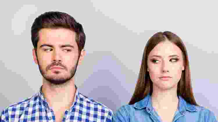 Desconfiança, casal irritado está ignorando um ao outro - Getty Images/iStockphoto - Getty Images/iStockphoto
