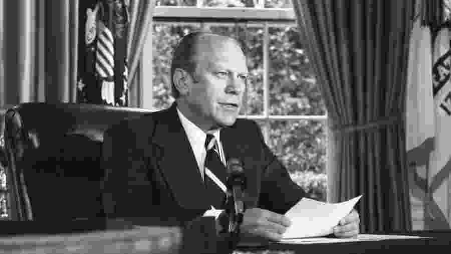 O presidente americano Gerald Ford anuncia sua decisão de perdoar o ex-presidente Richard Nixon, em 8 de setembro de 1974 - Cortesia da Gerald R. Ford Library