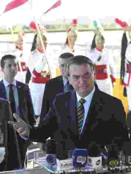 O presidente Jair Bolsonaro fala com a imprensa no Palácio da Alvorada em 27 de agosto - Antonio Cruz/Agência Brasil
