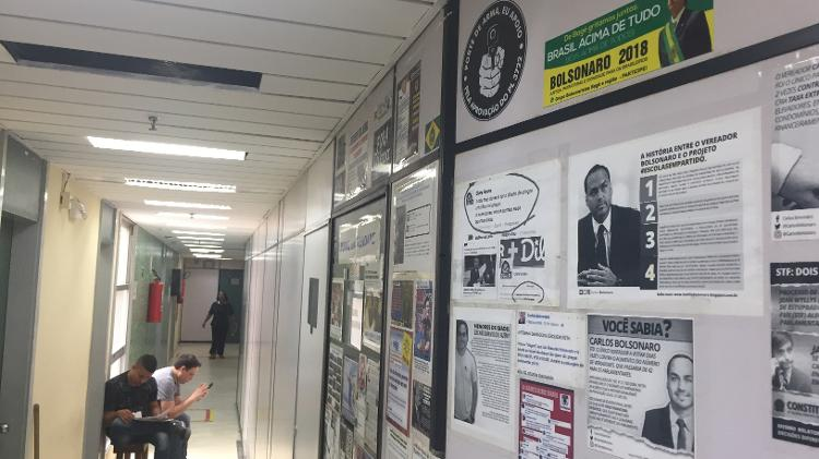 30.out.2019 - Bate-boca entre Carlos Bolsonaro (PSC-RJ) e ex-assessor de Marielle ocorreu no corredor do nono andar da Câmara Municipal - Herculano/UOL