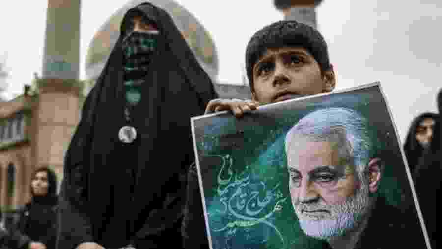 Manifestantes em Teerã participam de um ato anti-EUA após o assassinato de Qasem Soleimani - NURPHOTO