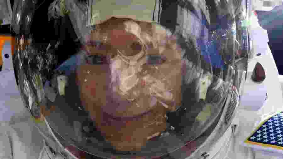 Astronauta da NASA Jessica Meir tira selfie em estação espacial - Reprodução/Twitter