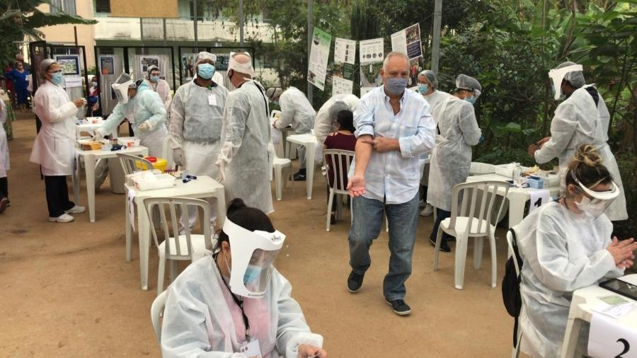 Moradores da Vila Jacuí, em São Paulo, fazem testes para covid-19 - Felipe Pereira/UOL