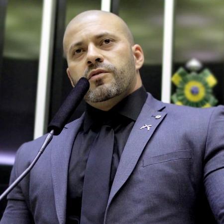 : Alexandre de Moraes manda bloquear redes de deputado