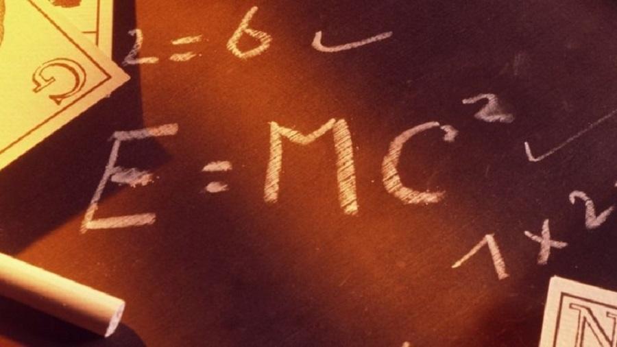 Na famosa equação, E = energia, m = massa e c= velocidade da luz (foto de arquivo) - Science Photo Library