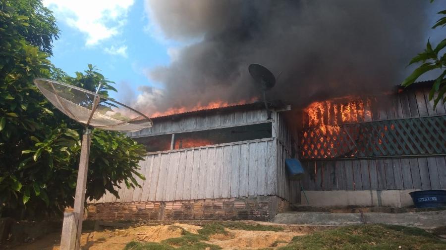 Casa da líder indígena Maria Leusa Kaba, contrária ao garimpo ilegal, é incendiada na Terra Indígena Munduruku, no Pará, em 26 de maio de 2021 - Divulgação