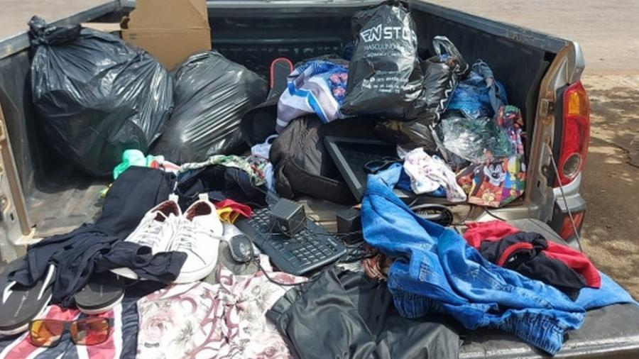 Parte das roupas e calçados furtados em loja em Palmas (TO) e recuperados pela PM - Divulgação