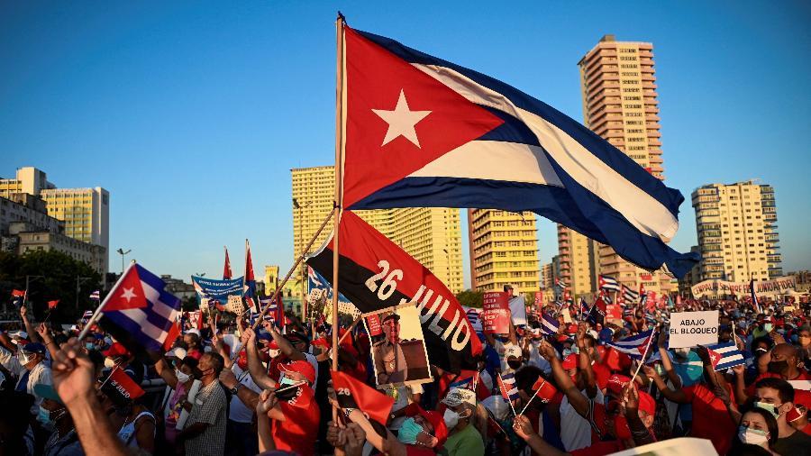 Manifestantes antigoverno protestam em Havana, Cuba, em 11 de julho - Yamil Lage / AFP