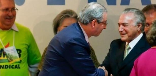 Temer e Cunha se cumprimentam em evento do PMDB em 2015