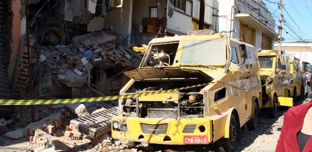 O assalto aconteceu na madrugada de 5 de julho, quando um bando fortemente armado bloqueou com veículos as ruas de acesso à empresa, e explodiu um transformador para deixar a região às escuras