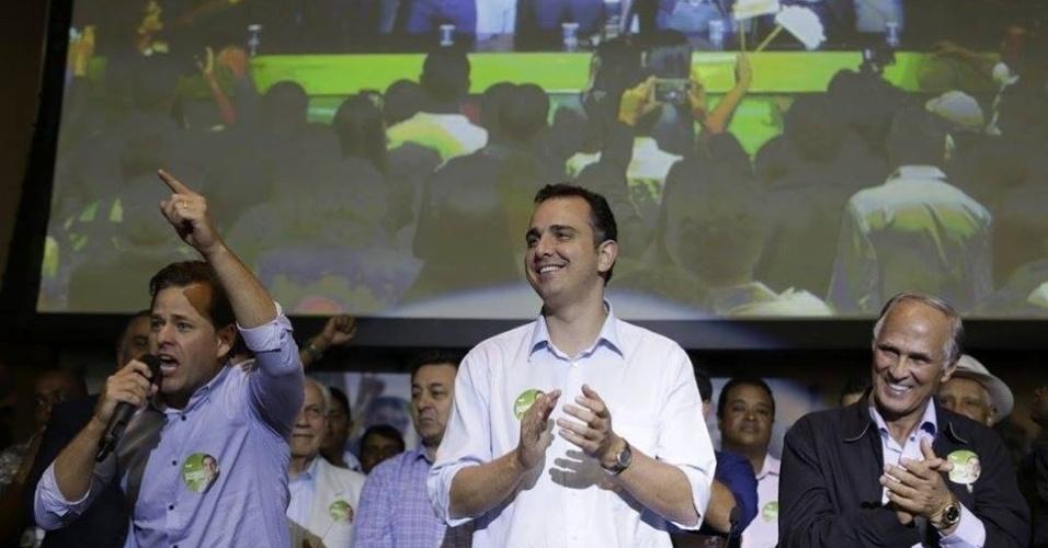 6.ago.2016 - O PMDB confirmou durante convenção na Câmara Municipal a candidatura de Rodrigo Pacheco (ao centro) à Prefeitura de Belo Horizonte