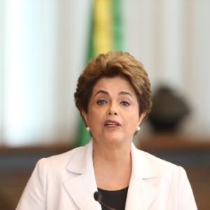 Dilma ao ler sua carta aos senadores nesta terça - Dida Sampaio/Estadão Conteúdo