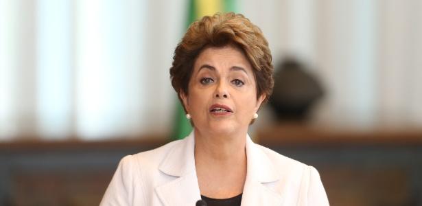 A presidente afastada, Dilma Rousseff, quando da divulgação de sua carta aos senadores, nesta terça-feira (16)